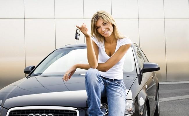 Девушка с ключами от машины