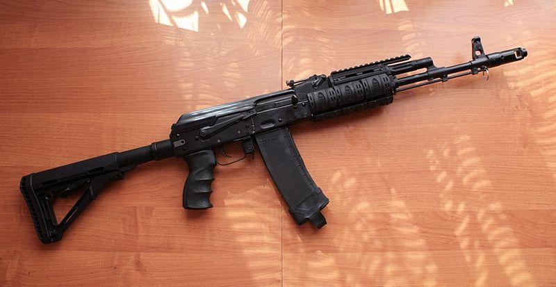 Нарезное оружие на столе