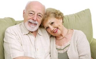 Счастливая пожилая супружеская пара