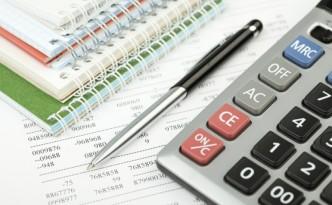 Калькулятор, ручка и блокноты