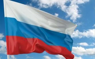 Флаг России и тучи