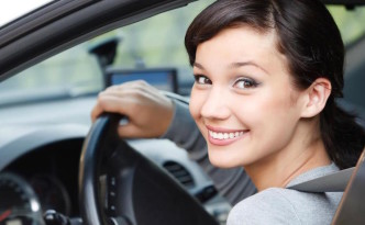 Фото девушки за рулем
