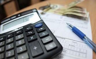 Калькулятор, ручка и квитанция