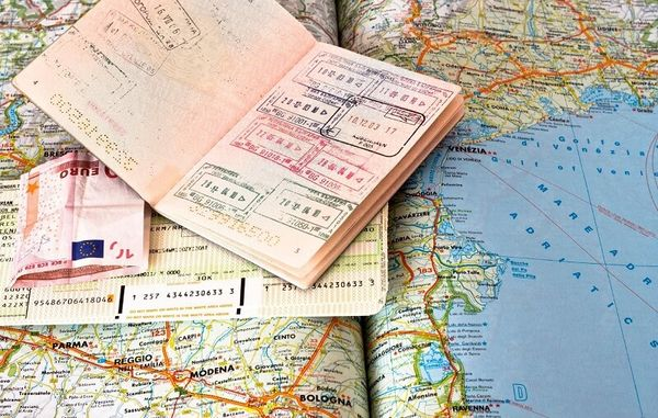 Подавать документы на открытие визы можно только в будние дни
